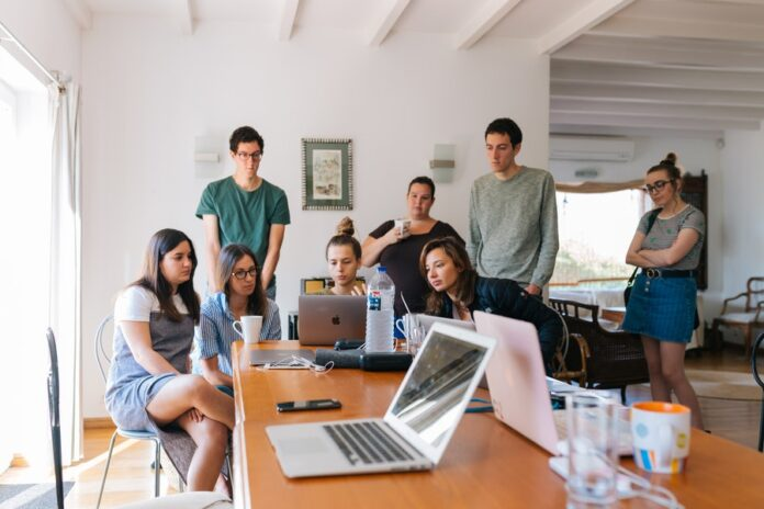 How to Maintain Working Relationships in a Team